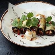Роллы из баклажанов с орехом, сыром Фото