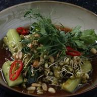 Салат из битых огурцов с орехами Фото