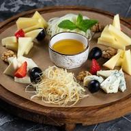 Сырная тарелка Фото