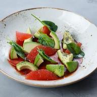 Салат с грейпфрутом и авокадо Фото