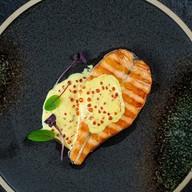 Филе лосося в шафрановом соусе Фото