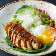 Куриная грудка в азиатском стиле с яйцом Фото