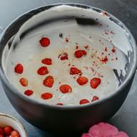 Мороженое со свежей ягодой Фото
