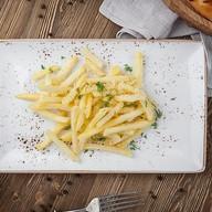 Картофель фри с трюфельным маслом, сыром Фото