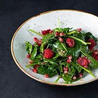 Листовой салат с малиной Фото