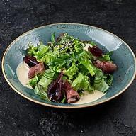 Салат из розовой говядины с салатом Фото