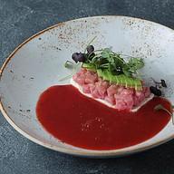 Рубленый тунец с авокадо Фото