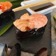 Запечённые суши с лососем Фото