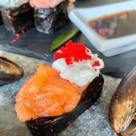 Сливочные суши с лососем Фото