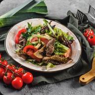 Салат теплый с говядиной Фото