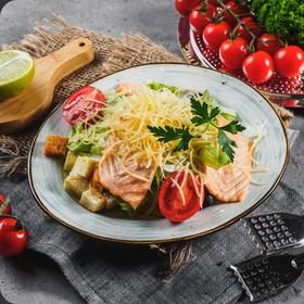Цезарь с лососем салат - Фото