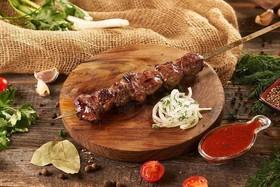 Шашлык из говядины + соус - Фото