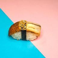 Классические суши с угрём Фото