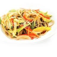 Wok с овощами и соусом Фото