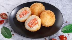 Рисовые шарики с лососем - Фото