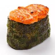Запеченные суши спайси хотатэ Фото