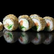 Темпурный ролл с лососем и чуккой Фото