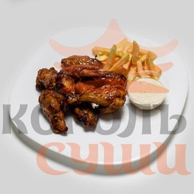 Крылья куриные с картофелем фри - Фото