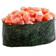 Гункан острый с лососем Фото