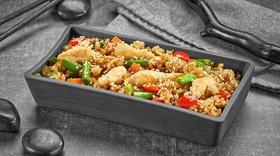 Рис с курицей под соусом Черный перец - Фото