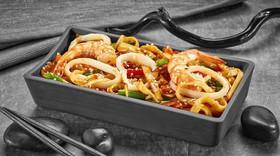 Удон с морепродуктами с китайским соусом - Фото