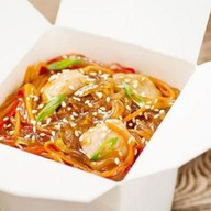 Лапша рисовая с курицей Фото