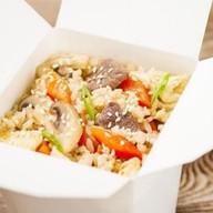 Рис с говядиной и яйцом Фото