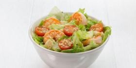 Цезарь с креветками салат - Фото
