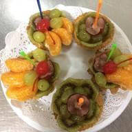 Пирожное корзиночка с фруктами Фото