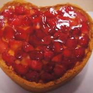Чизкейк в форме сердца с клубникой Фото