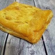 Горбуша, картофель, шампиньоны (слоеный) Фото