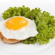 Бифштекс говяжий с яйцом Фото