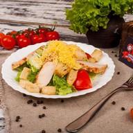 Цезарь с курицей салат (ежедневно) Фото