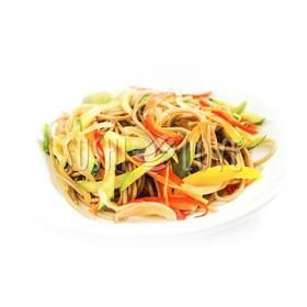 Вок c овощами и соусом - Фото