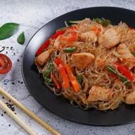 Лапша рисовая (фунчоза) с курицей Фото