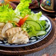 Салат с цыпленком и горчичным соусом Фото