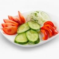 Нарезка из свежих овощей Фото
