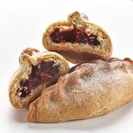 Пирожок Тирольский с брусникой Фото