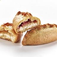 Пирожок Тирольский с малиной и творогом Фото