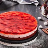 Пирог Красная шапочка с клубникой Фото