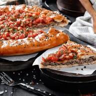 Открытый пирог с мясом Фото