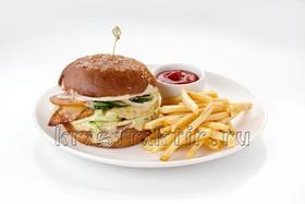 Бургер с куриным филе и ананасом - Фото