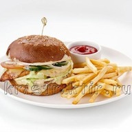 Бургер с куриным филе и ананасом Фото