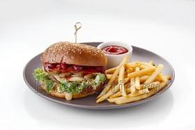 Бургер с мясной котлетой, апельсином - Фото