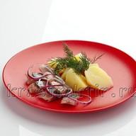 Селедочка с отварной картошечкой Фото