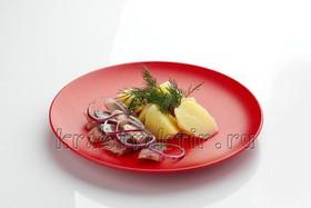 Селедочка с отварной картошечкой - Фото