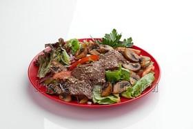 Теплый салат с говяжьей вырезкой - Фото