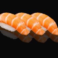 Суши нигири с лососем Фото
