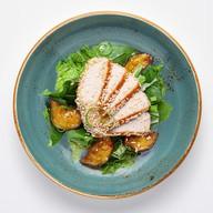 Салат со свининой, баклажанами, ростками Фото