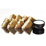 Сендвич хот с курицей холодного копчения Фото